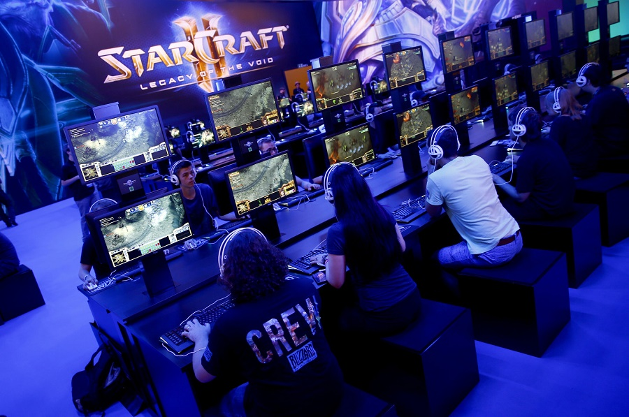 Blizzard is making a 39 starcraft 2 39 is going free to play for Star craft 2 free 2 play